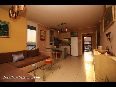 Modern, panorámás vízparti apartmanban max. 4 főnek