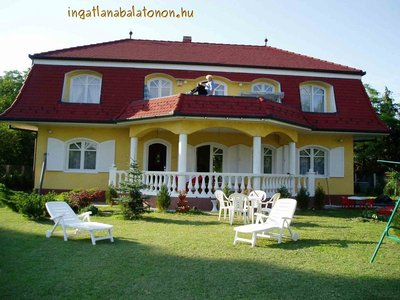 A holiday house with a pool in Zamárdi is for rent for max 16 people