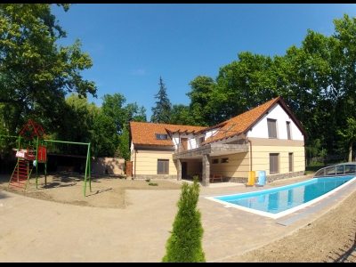 In Balatonszemes, 100 meters away from the beach a luxury apartment with a pool is for rent for 2+3   people in the Fsz. 1 apartment
