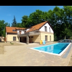 429, In Balatonszemes, 100 meters away from the beach a luxury apartment with a pool is for rent for 2+3   people in the E.4. apartment