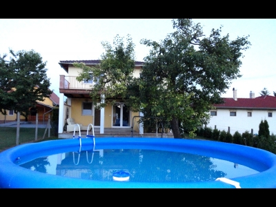 A newly-built Mediterranean villa with a pool, a Jacuzzi, a vine cellar and a perfect view is for rent for max 10  people