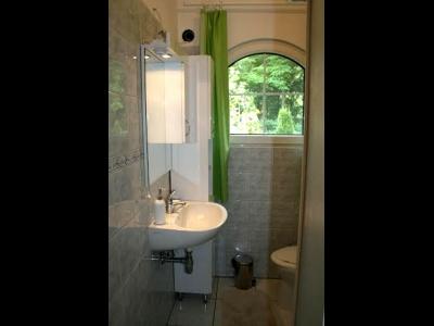 Balatonőszödön a Balatontól 400 méterre új építésű 2 hálószoba nappalis igényes ház kiadó