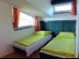 Balatonföldváron a Keleti-strandtól 150 méterre tetőtéri,  klímás  apartman kiadó max. 5 vendégnek