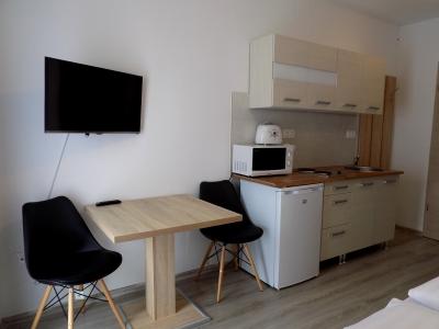 Balatonlellén a Balatontól 150 méterre új építésű apartmanházban földszinti egylégteres apartman kiadó max 2 fő részére Fsz.2. jelű apartman
