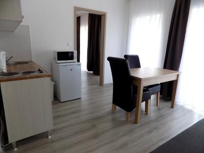 Balatonlellén a Balatontól 150 méterre új építésű apartmanházban földszinti apartman kiadó max 2+3 fő részére Fsz. 4. jelű apartman