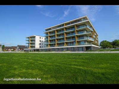 Balatonlellén közvetlen vízparti modern 3 szobás luxusapartman  kiadó 4 + 2 fő részére Fsz. A jelű apartman