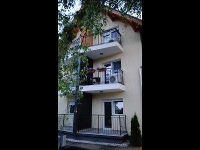 Balatonlellén a Balatontól 200 méterre egylégteres klimatizált apartman max. 2 fő részére kiadó