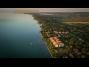 Új építésű modern vízközeli önálló nyaraló a balatonőszödi Hullám Üdülőparkban  kiadó