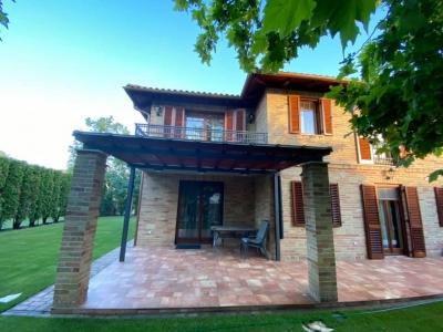 Ikerfél nyaralóvilla kiadó a Balatontól 50 méterre, új építésű