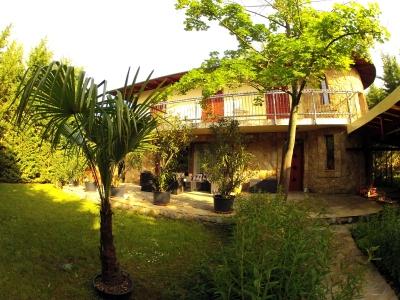 Villa Mediterrán, a Balatontól 50 méterre, új építésű villa max. 14 főnek