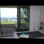 Luxus minimál villa saját stranddal, jakuzzival