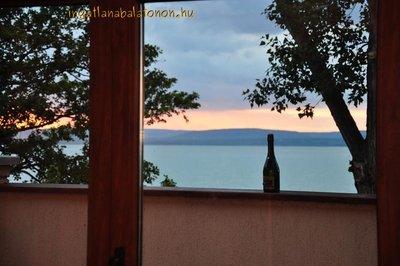 Balatonszárszón 3 hálószobás luxus nyaraló saját vízparttal