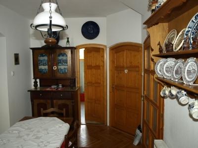 A Balatontól 800 méterre elegáns villában 3 hálószobás apartman max. 7 személynek