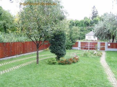 Balatonszárszón Balatontól 200 méterre 8 fős téglaház nagy kerttel kiadó