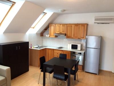 Balatonlellén 2 szobás, medencés modern, klimatizált vízközeli apartman kiadó max. 5 főnek