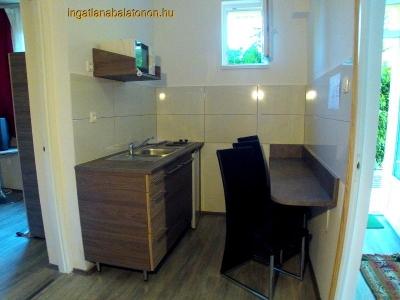 Balatonföldváron a Keleti-strandtól 150 méterre földszinti apartman kiadó max. 2+1 főnek - Fsz. 2. apartman