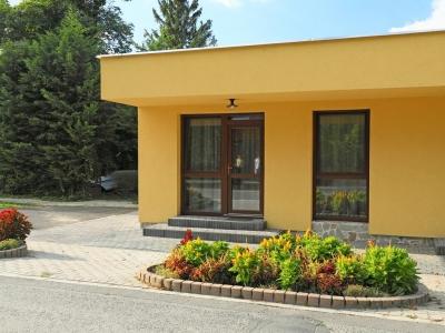 Balatonszemesen a Balatontól 50 méterre modern apartman kiadó max. 4 fő részére