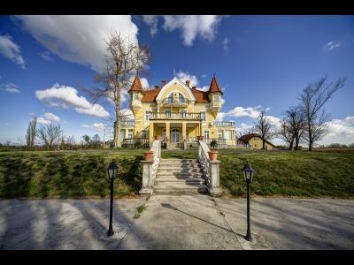 Fonyódon családias Boros kastély kiadó max. 26 fő részére