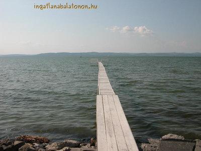 Balatonszárszón 6 fős vízparti nyaralóház saját partszakasszal